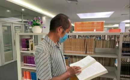 图书馆留言的湖北农民工:我又办了东莞图书馆读者证
