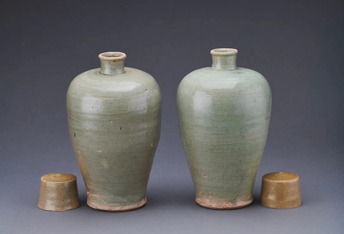 青瓷带盖梅瓶1对4件