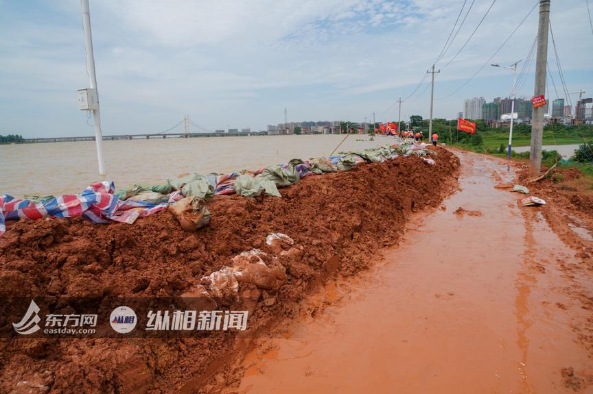 【五柳村】_直击江西鄱阳昌江圩堤:仍在上涨的水位,拼命守护的家园