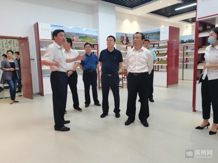 9月10日,省政协副秘书长、办公厅主任燕翔