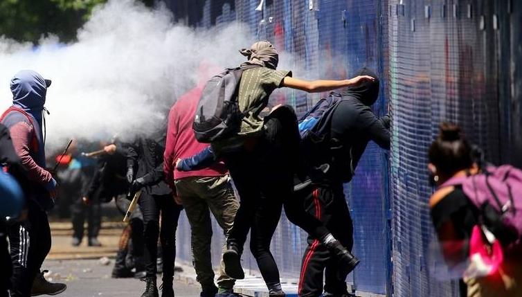【免费夫妻大片在线看培训课程】_美国驻墨西哥大使馆遭投燃烧弹 抗议者焚毁美企机构
