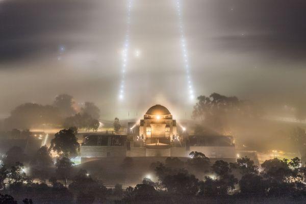 5月19日,在澳大利亚首都堪培拉,澳大利亚战争纪念馆被晨雾笼罩。 (新华社)