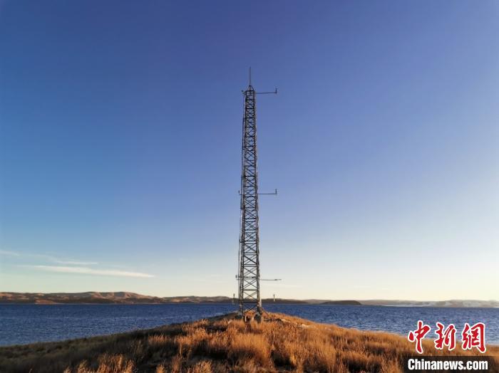 纳木错湖心岛湖面蒸发观测边界层气象铁塔。(中科院青藏高原所研究团队 供图)