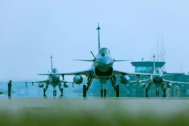 伊朗对歼10C战机望眼欲穿有三个关键原因 有人却背后阻止