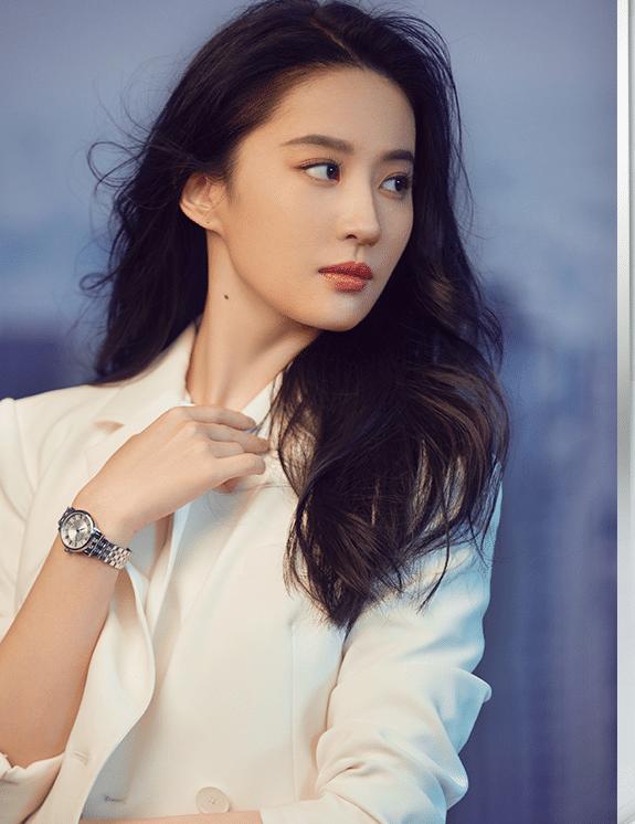 刘亦菲最新画报曝光!白西装也穿得这么惊艳,真是美的代言词!