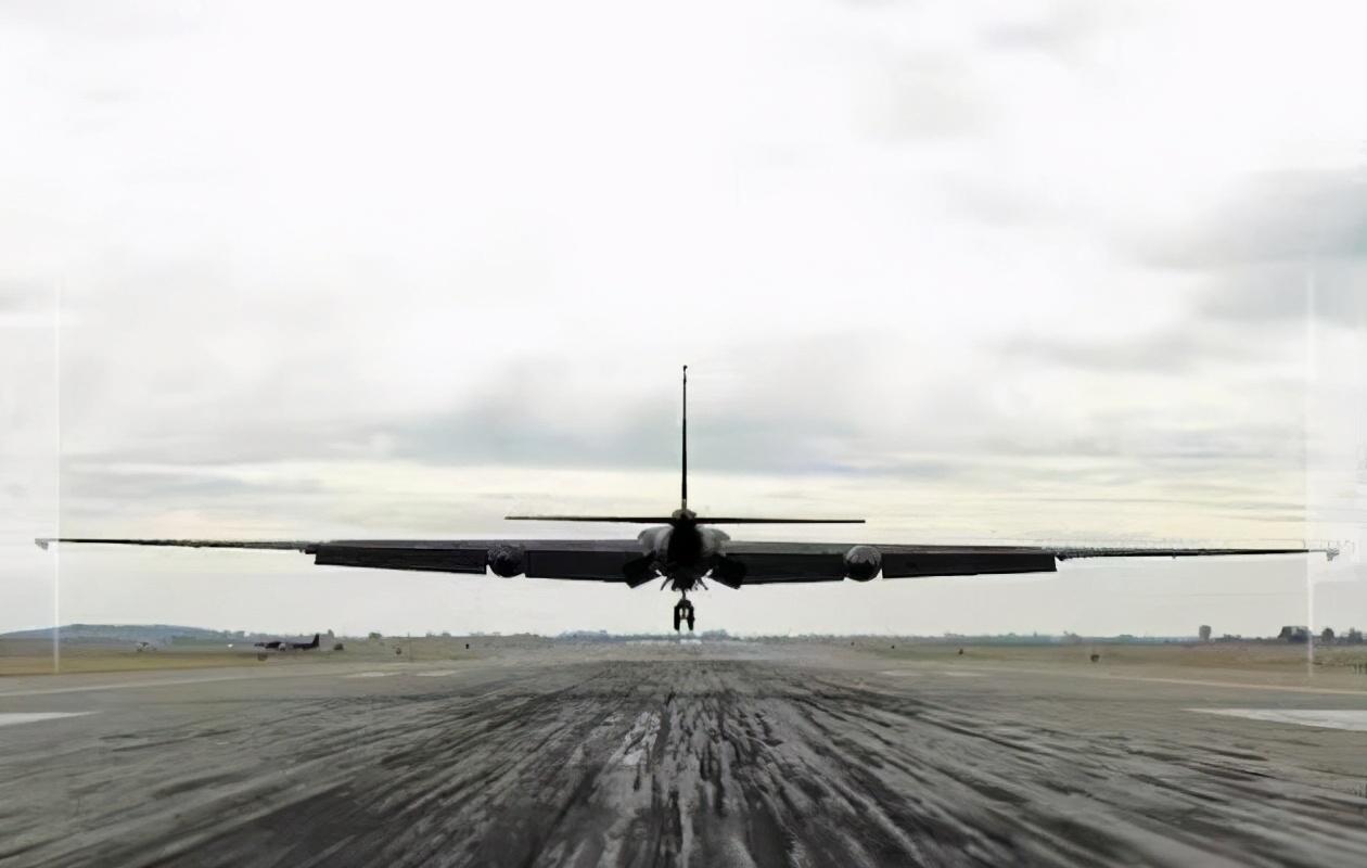 陈根:人工智能首次驾驶军用飞机,数字国防已来
