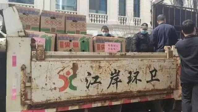 武汉再有多地被曝用环卫车运肉