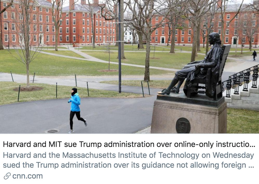 哈佛大学和麻省理工学院就最新推出的禁令而起诉特朗普政府。/ CNN报道截图