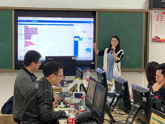 长沙雨花区携手腾讯教育开展教师人工智能素养培训