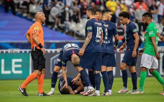 大巴黎法国杯夺冠,姆巴佩遭暴力放铲伤退