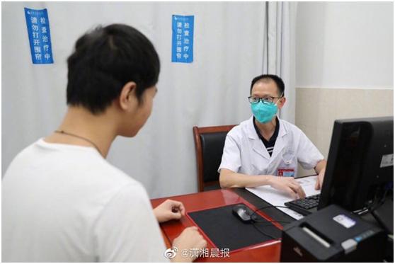 武汉小伙戴口罩跑步,突然肺破了,医生:瘦高的人要警惕