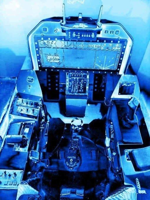 铁皮打造科幻座舱,显示器大过电影院,印度LCA欲看齐歼20