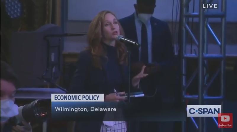 记者就经济计划提问拜登。(美国公共事务卫星有线电视网直播截图)