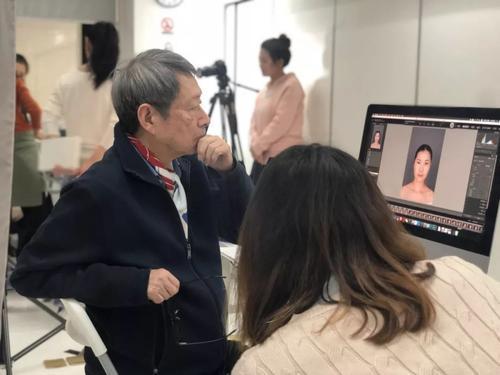 田中东尼老师在上海为中国制作化妆...