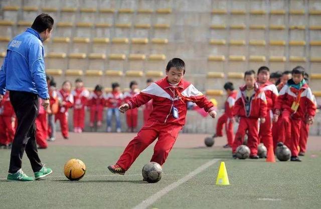 他们是中国足球根基缔造者,如今却陷入绝境,连饭都吃不起