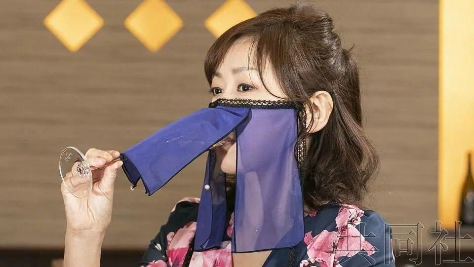 日本推出能陪客吃饭的防新冠面纱,你戴吗?插图