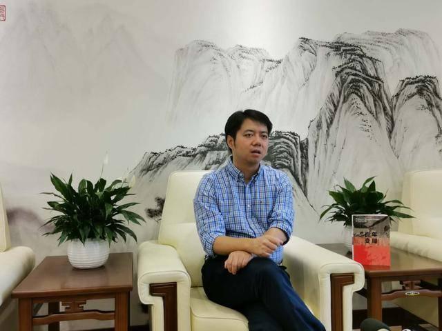 (图说:王文在接受东方网·纵相新闻记者专访时多次强调,只要中国不自乱,天下无人可乱华。)