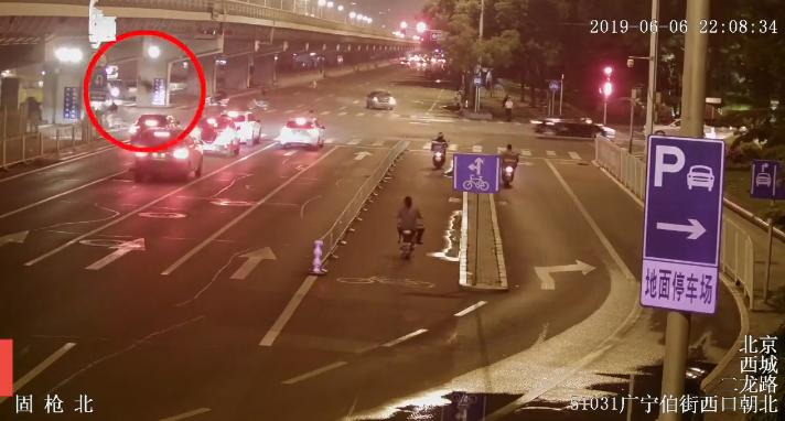 【黄泰元】_北京一男子醉酒坠桥被撞身亡,家属索赔47万!法院:司机无责,不赔