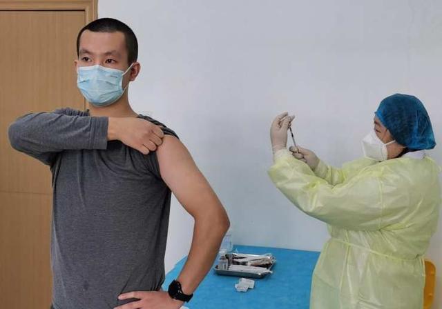 中美疫苗同时进入临床试验阶段,到底谁更胜一筹?