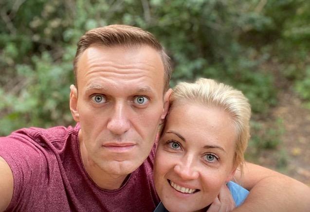 2020年9月25日,俄罗斯反对派人士纳瓦利内在社交媒体上发布了这张与妻子的合照