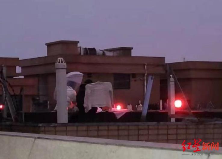 ↑事发前网友曾拍到的楼顶照片
