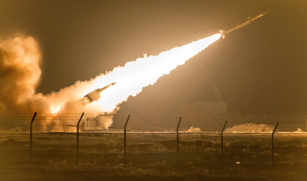 """印度国产""""阿卡什""""中程地对空导弹系统发射画面"""