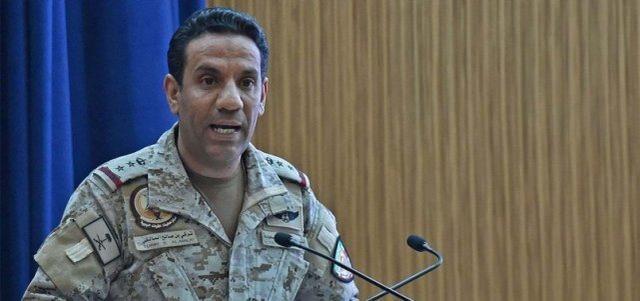 胡塞武装弹道导弹袭击沙特首都,被联军拦截,空中浓烟滚滚