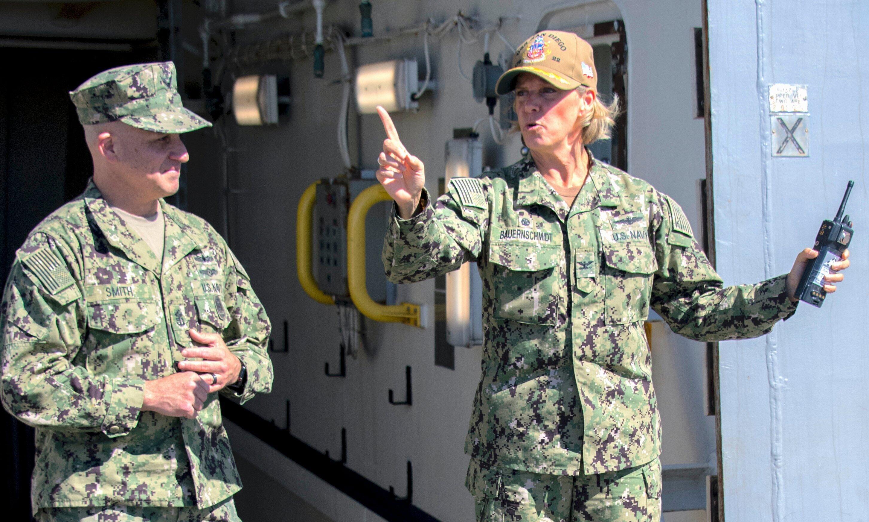美军正式任命首名航母女舰长,将负责指挥林肯号航母作战