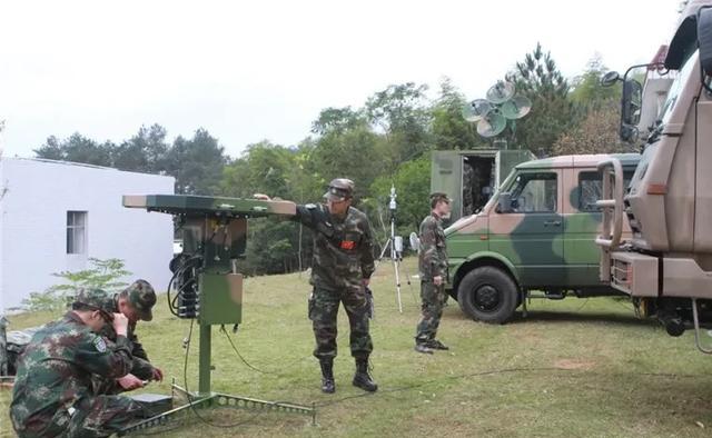 火箭军某预备役大队在进行战地维修(图源:中国军网)