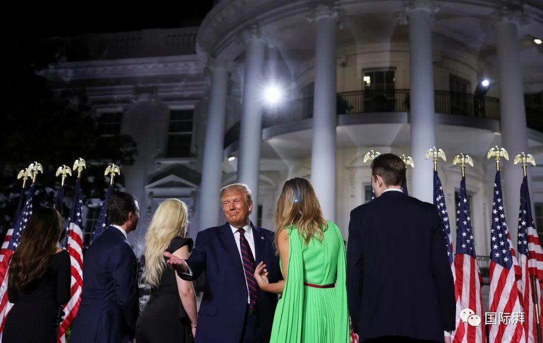 当地时间2020年8月27日晚,美国华盛顿,共和党全国代表大会进入最后一天,特朗普在白宫发表演讲,正式接受共和党总统候选人提名。本文图片 人民视觉
