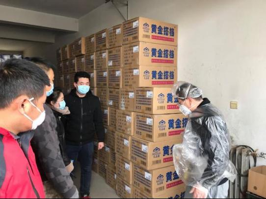 黃金搭檔為內蒙古第四醫院一線醫護工作者捐贈多種維生素