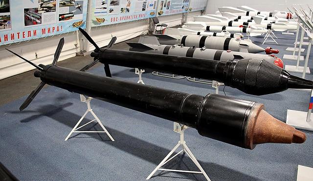 俄制战机发射火箭弹,法军运输机险些爆炸,总统卫队死伤惨重