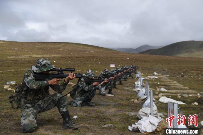 进行技能训练。中国人民解放军77635部队 供图