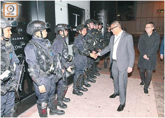 邓炳强多次亲身到示威活动及案发现场,感受前线同事工作面对的困难
