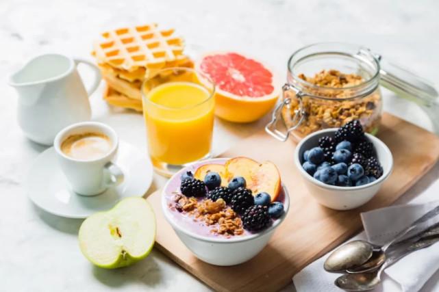 知俏:减肥老失败?很可能跟你吃的早餐有关!