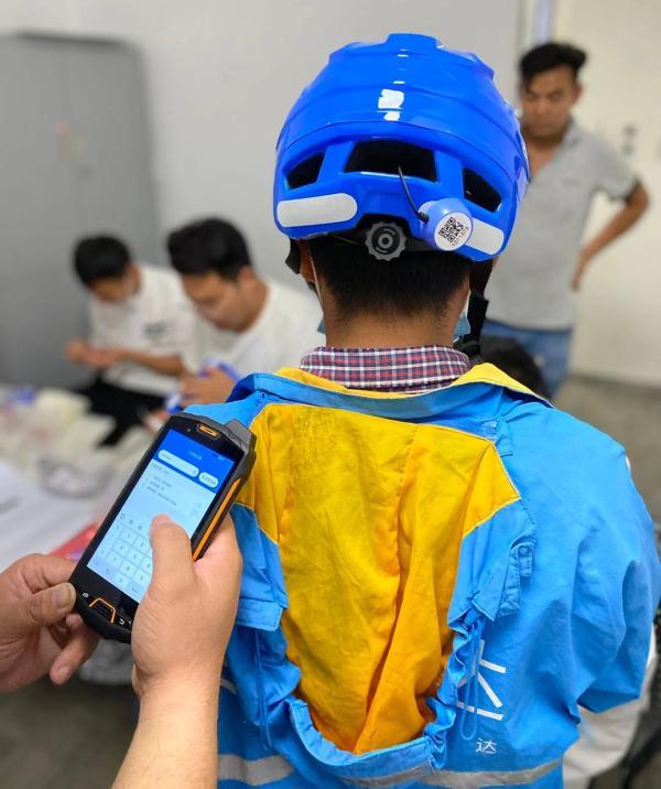 """""""头盔感应标签""""正在上海试点。上海发布 图"""