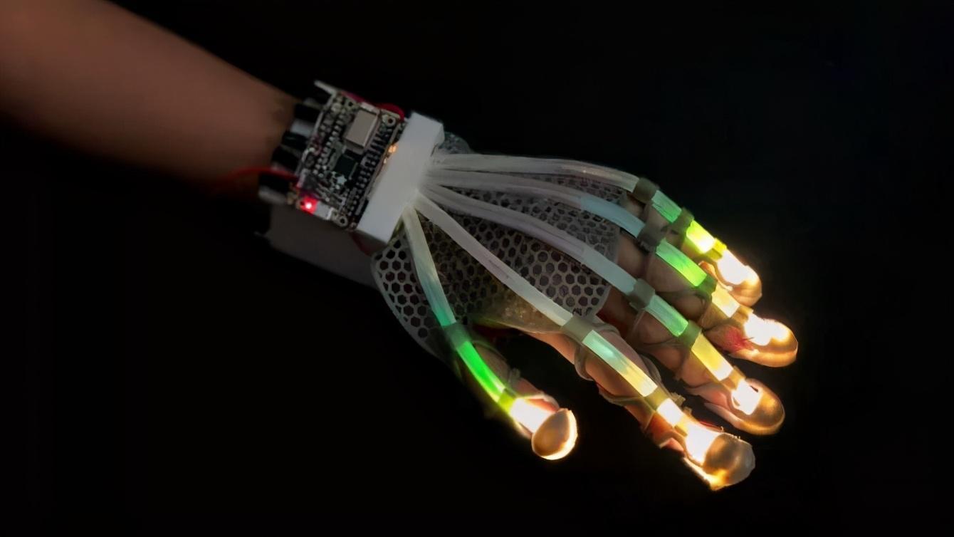 """陈根:可拉伸传感器,重新定义人工智能""""皮肤"""""""