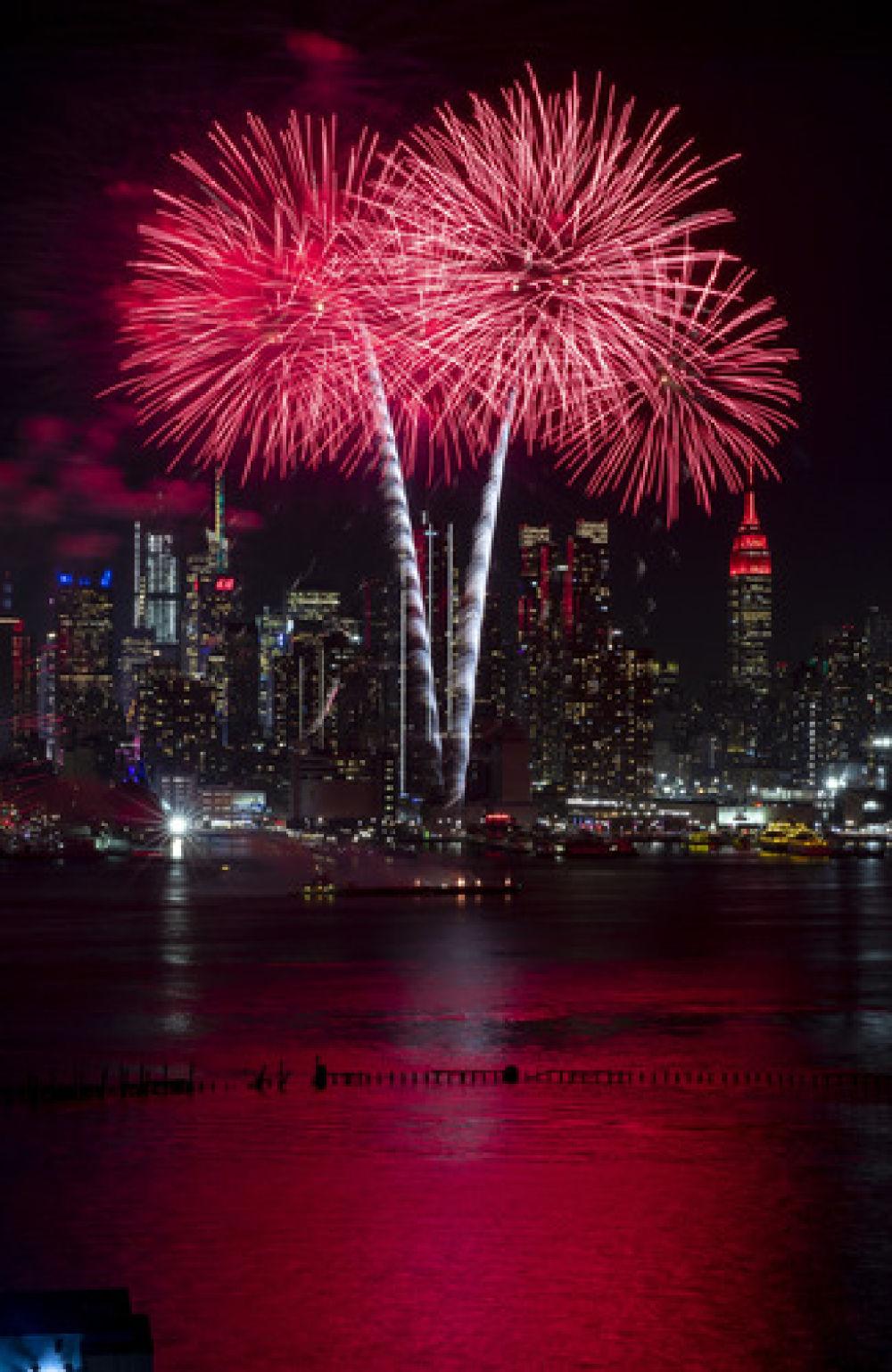 新春焰火点亮纽约 中国风吹出新意