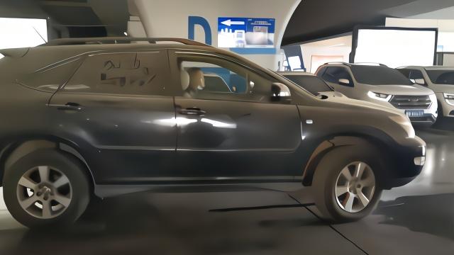 在郑州被写满加油的鄂A车已开走,停车场免3040元停车费