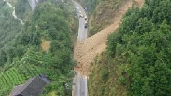 湖南古丈县G352国道发生山体滑坡,预计一周后恢复交通