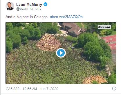 推特显示芝加哥的大规模游行