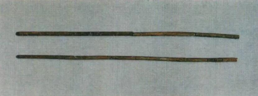 上图_ 东汉铜箸,长沙仰天湖八号汉墓出土
