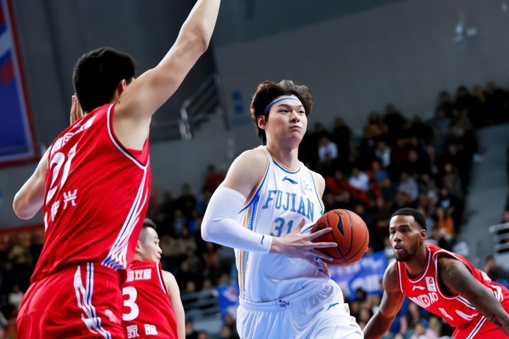 王哲林CBA生涯总得分超越张凯,上升至历史第39