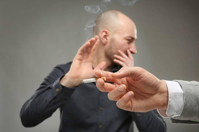 老烟民这次要小心了!吸烟后若出现这4个迹象,或许肺癌已盯上你 生活头条 第1张