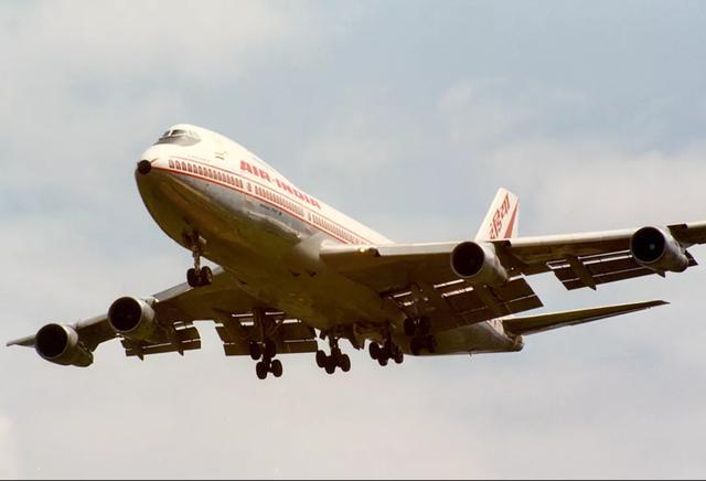 (被炸毁的印度航空182号航班飞机,摄于失事前13天)