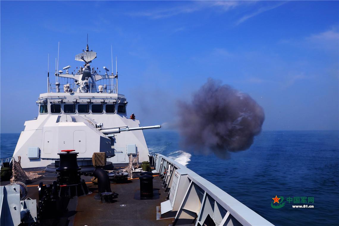 潮州舰主炮射击。