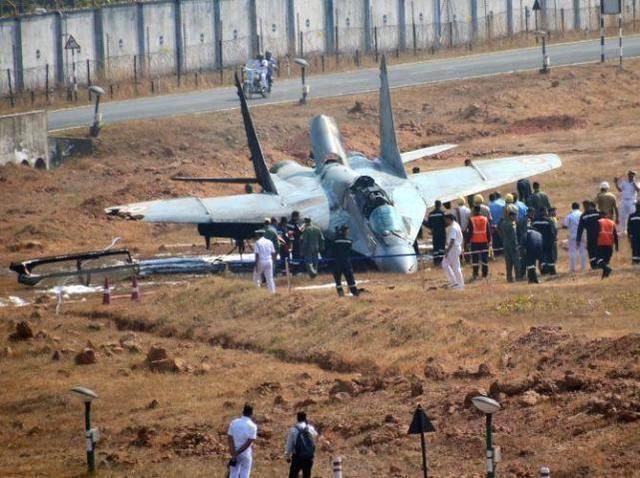 """摔了飞机还欢呼?印度军方的此番""""光彩"""",被质疑造假"""