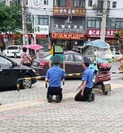 【联署】_四川绵阳城管执法人员向女商贩下跪?官方回应:属实