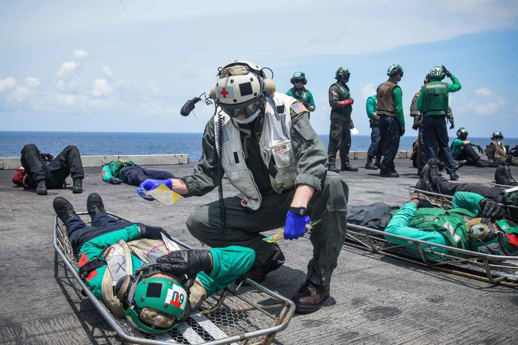 """想干啥?美军航母在南海演练应对""""大规模伤亡"""""""