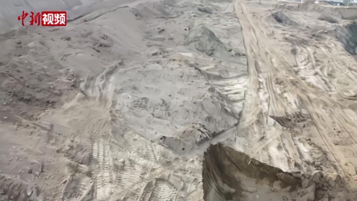 直击甘肃修路毁坏疑似唐代墓现场:仅存几块堆砌的墓砖
